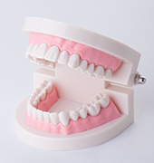 治療法の比較(インプラント・入れ歯・ブリッジ)